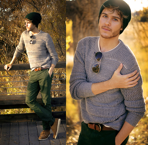 Adam Gallagher - Breckenridge Beanie, All Saints Sweater, Canvas Lands End Shoes - Galla takes Colorado 3