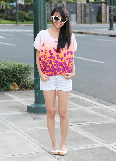Sophie Ramos - Little Nook Floral Top, Fayenesss Shop Shades - No More Waiting