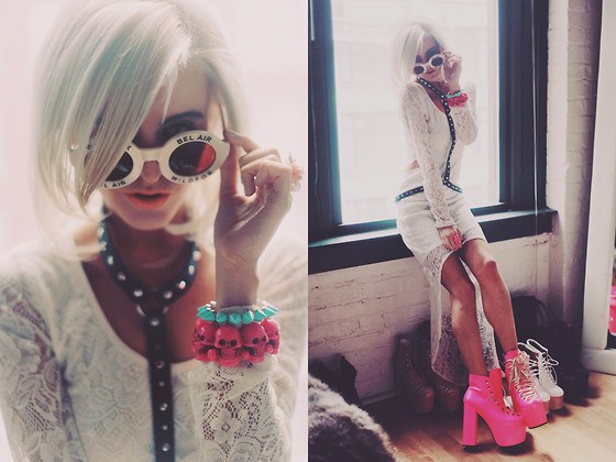 Rachel Lynch - The Scarlet Room Black Stud Harness, Dolls Kill Pink Skull Bracket, Wildfox Couture White Circle Shades, Unif Pink Hellhounds, White Lace Dress -  island girl