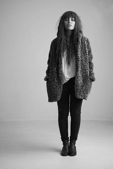 Ronja P. - Gina Tricot Fur Coat, H&M Basic Tee, Zara Shoes - ▼▼▼▼▼▼▼▼▼