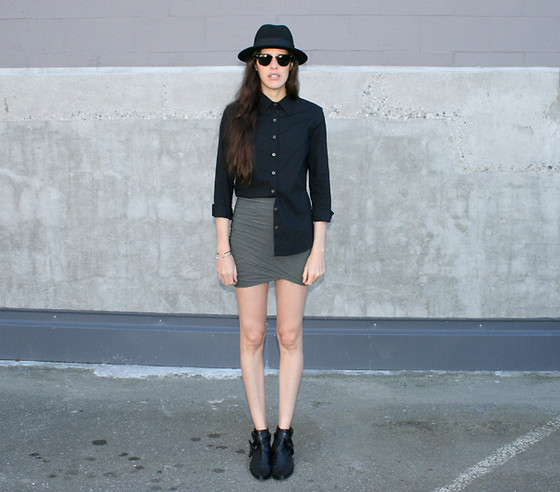 Melissa Araujo - H&M Hat, Club Monaco Jumper, Alexander Wang Skirt, Choies Boots - Black + Green