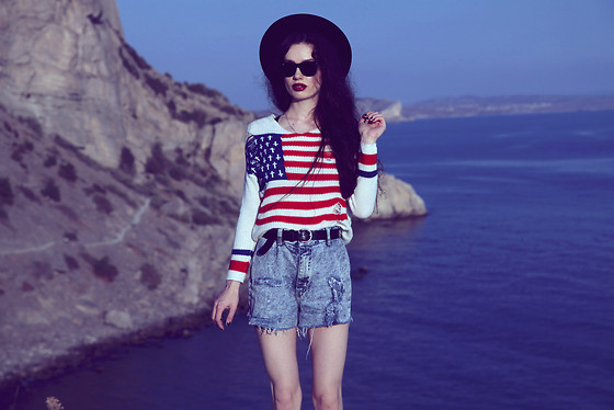 Violet Ell - Unif Sweater, Shorts, Ray Ban Sunglasses, Bra, Thrift Store Hat - 15.10.2012