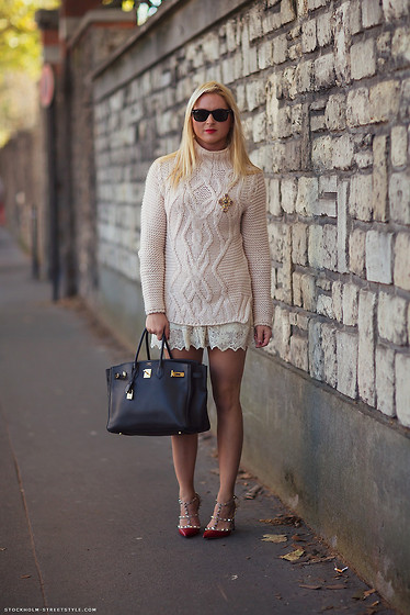 EMILIE HIGLE - Zara Sweater, Zara Lace Shorts, Chanel Brooch, Hermës Bag, Valentino Heels - KNIT AND LACE