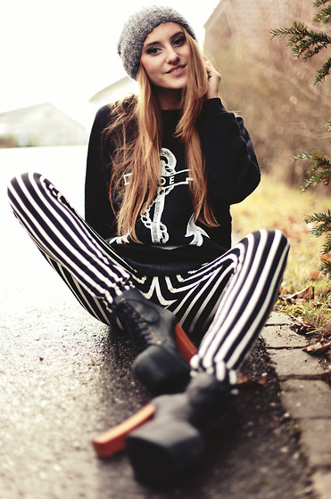 Jessica Christ - The Orphan's Arms Woe Anchor, Chicnova Stripe Leggings, Jeffrey Campbell Lita - You are my anchor