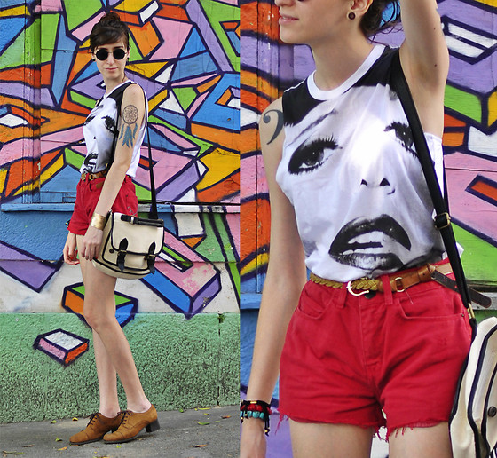 Beatriz Saint Martin - Q Vizu T Shirt, C&A Short Vermelho, Mr. Cat Sapato Marrom, Complot Cambridge Bag - Summer don't have no mercy...
