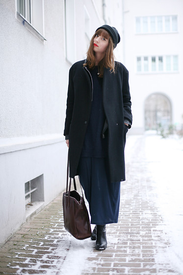 Amelie . - Sandro Coat, Hope Boots - Wind Cries Amy - FW Berlin