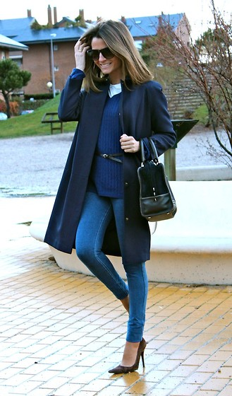 Silvia Garcia Blanco - Abercrombie & Fitch Jeans, Loewe Bag, Primark Coat, Calzados Gredos Shoes, Mango Sunglasses, Studio Classic Blouse - When the rain stopped... / Cuando la lluvia paró...