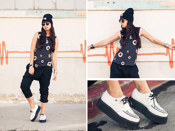 Chanelle L.™ - Penelope' S Vintage Melting Yin Yang Beanie, Nasty Gal Eyeball Tank, T.U.K. Creepers, Penelope's Vintage Circle Sunglasses, Oak Drop Crotch Pants - Eyeballin It
