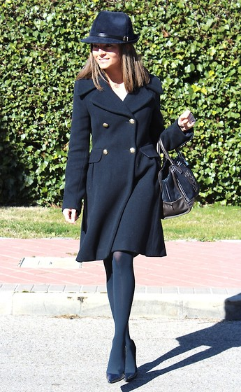 Silvia Garcia Blanco - Denny Rose Hat, Zara Coat, Loewe Bag, Primark Blouse, Calzados Gredos Shoes - A lady Style Coat / Un abrigo estilo Lady