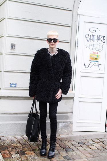 Teemu Bling - Versace Sunglasses, Dagmar Coat, Burberry Belt, Weekday Jeans, 2or+By Yat Tote, Alexander Wang Shoes - Copenhagen Fashion Week outfit 3