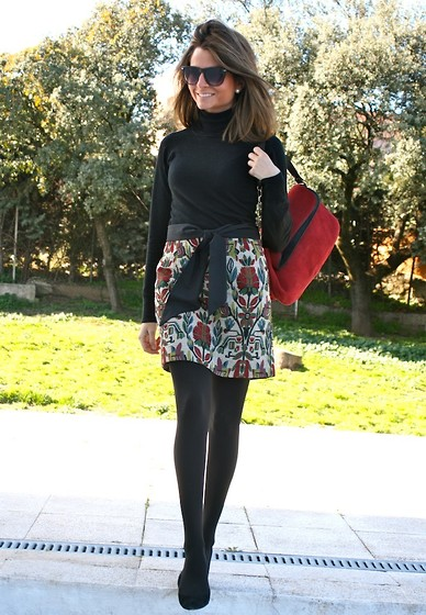 Silvia Garcia Blanco - Zara Skirt, Zara Jersey, Suite 210 Bag, Pilar Burgos Shoes, Mango Sunglasses - After de blizzard... / Después de la tormenta de nieve...