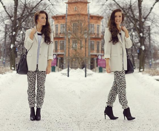Hannah Louise - Primark White Metallic Coat, Topshop