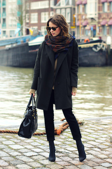 Christine R. - Topshop Oversized Blazer, Zara Trousers, Karen Walker Sunglasses - Out & about