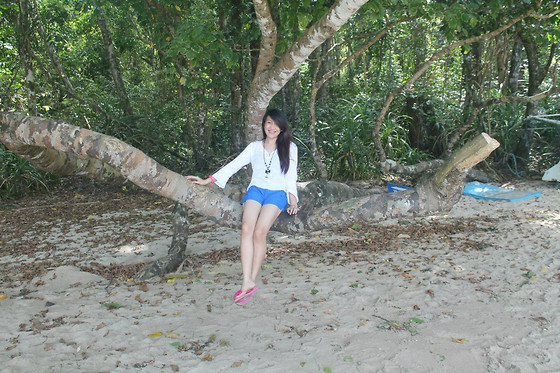 Camille T. - Bayo White Long Sleeves, Get Laud Blue Colored Shorts - Sitting under the tree.