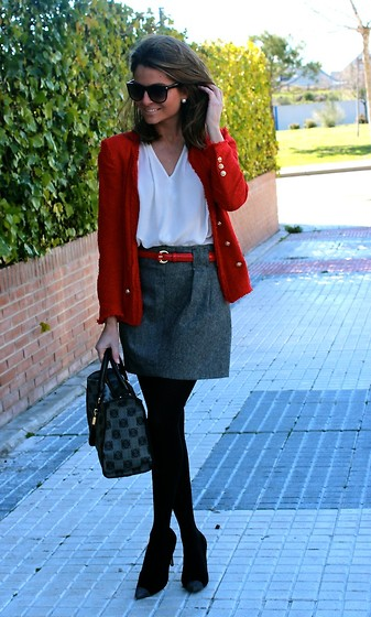 Silvia Garcia Blanco - Mango Sunglasses, Zara Jacket, Zara Blouse, Primark Belt, Zara Skirt, Loewe Bag, Pilar Burgos Shoes - Playing with the color / Jugando con el color