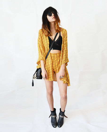 Alyssa Lau - Arnhem Shorts, Arnhem Kimono, Romwe Bag, Briwok Body Chain, Wolf Circus Necklace, 2020ave Sunglasses - You're the magician's assistant in their dream