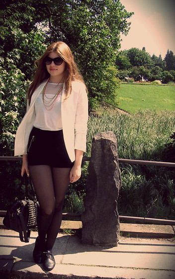 Sophia Miller - Mango Blazer,70$, H&M High Waisted Shorts,30$, H&M Bag With Golden Studs,50$, Kenneth Cole Cat Eye Sunglasses, H&M Neon Colored Neckless, H&M White Silver Top, 30$ - Berlin, meine Liebe
