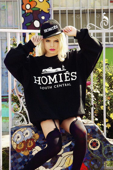 LUNA LOVEBAD - Brian Lichtenberg Homies Snapback, Brian Lichtenberg Oversized Homies Sweatshirt - ON A MISSION FOR BAD BITCHES AND TROUBLE