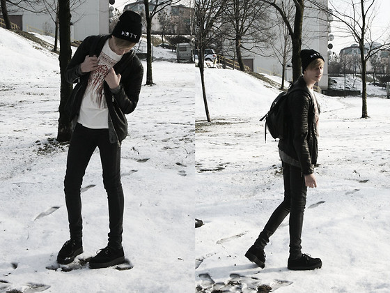 Hubert Micor - Online Shop Beanie, H&M T Shirt, Creepers.Pl Creepers, Second Hand Backpack, H&M Cardigan - Sorrow- My Love.