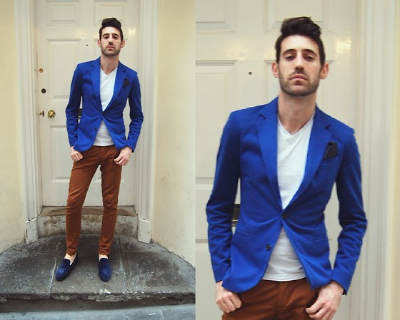 Adrian Cano - Bright Blue Blazer, White V Neck T Shirt, Brown Trousers, Leopard Blue Loafers, Navy With White Dots Pocket Square - Simple blues