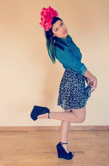 MariiFer Ponce - Miley Cyrus Denim Shirt, Print Skirt, Diy Flower Crown - Quiero vivir enamorada