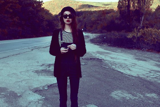 Violet Ell - Denim Overall, Thrift Store Shirt, Thrift Store Sweater, Thrift Store Hat, Ray Ban Sunglasses - 09.10.2012