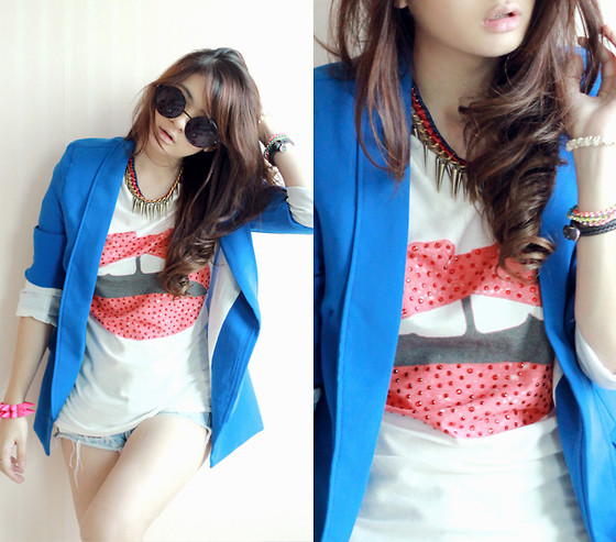 Anastasia Siantar - Lips Printed Shirt, Blue Blazer, Necklace, Bracelet - Choco lips