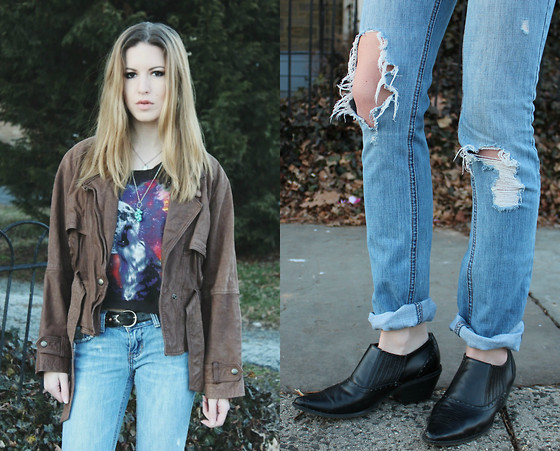 Lauren Schoonover - Vintage Leather Jacket, Truly Madly Deeply Moon Wolf Howling T Shirt, Hollister Distressed Denim Skinny Jeans, Vintage Cowboy Ankle Boots - Outfit 172
