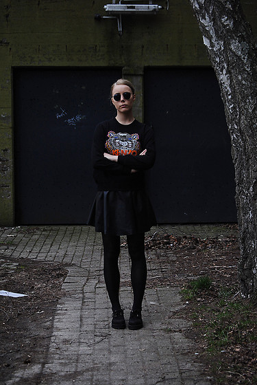 Zwillingsnaht . - Choies Black Tiger Pattern Sweatshirt, Rey Beri Sunglasses, H&M Fake Leather Skirt, Deichmann Creepers - Bunker