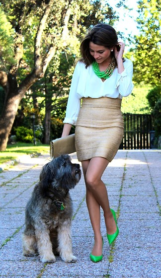 Silvia Garcia Blanco - Teria Yabar Necklace, Zara Blouse, Teria Yabar Skirt, Suite 210 Clutch, Pilar Burgos - Green touch / Toque verde