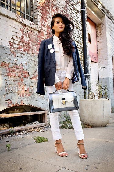 Olivia Lopez - Marc By Jacobs Blazer, Marc By Jacobs Jeans, Marc By Jacobs Clear Satchel - Head to Toe Marc Jacobs