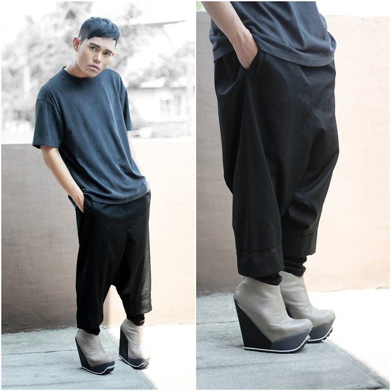 Karl Philip Leuterio - Mercibeaucoup Low Crotch Low Waist, Giordano Concepts Shirt, United Nude Delta - Black is toxic