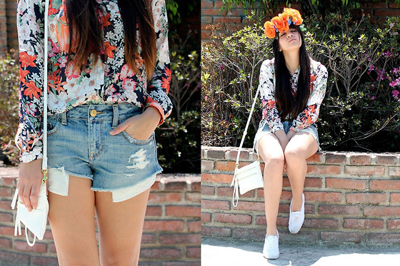 Jennifer Aranda - Zara Flowered Shirt, American Eagle Denim Shorts, Diy Flower Crown, Keds Tenis - Fly away on my zephyr