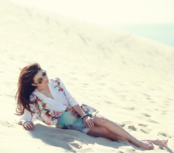 Anastasia Siantar - Zara Flower Blouse, Scenic Painting Print Umbrella Skirt, Chanel Sunglasses - The desert