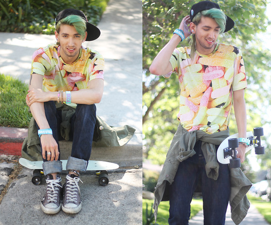 Bobby Raffin - Mr. Gugu & Miss Go Jellies Graphic Tee, Aloha From Deer Fitted Cap, Big Star Archetype Slim Fit, Offyourface Ibiza Wristband, Big Star Recon Military Jacket - SUGAR HIGH