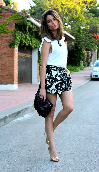Silvia Garcia Blanco - Coolook Necklace, Zara Blouse, Zara Shorts, Fahoma Bag, Bakers Sandals - Kisses + COOLOOK Giveaway / Besitos + Sorteo de COOLOOK