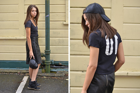 COCO CHIC - James Perse Tshirt, H&M Cap, River Island Sneakers - Number 10