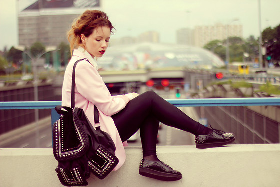 Wioletta Mary Kate - Modekungen Backpack, Frontrowshop Blazer, Papilion Shoes - • Avicii - Freedom (Original Mix) •