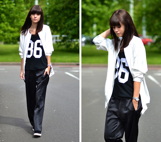 Lucy De B. - Silky Trousers, Number Tee - Team Slouch