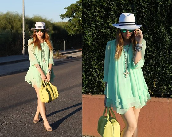 Amy Ramírez - Queen's Wardrobe Dress, Blanco Bag - Mint and Lime