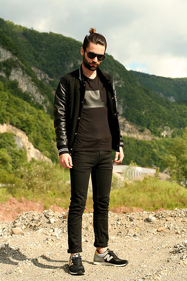 Stéphane Mirão (Smira-Fashion.com) - Prada Sunglasses, Zara T Shirt, New Balance Sneakers - STUDENT BLACK LOOK