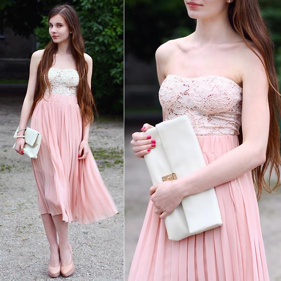 Ariadna M. - Bershka Cream Lace Bodysuit, Awwdore Pink