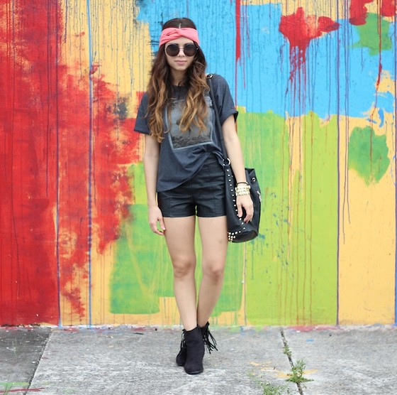 Daniela Ramirez - Gold Saturn Turband, Mint Clothing Mermaid Tee, Forever 21 Shorts - Mermaid in graffiti walls...