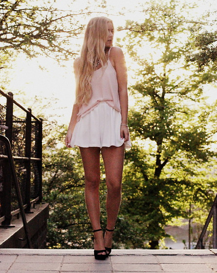 Fanny Staaf - Topshop Top, Topshop Shorts, Sarenza Shoes - SUMMERLOVIN'