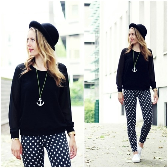 Herz über Kopf - H&M Pants, New Yorker Sweater, Vanewonderland Necklace - BlackWhite