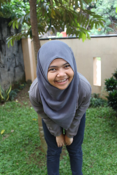 Zahra Salsabila - Grey Hijab, Grey Shirt, Black Jeans - Sunday Morning