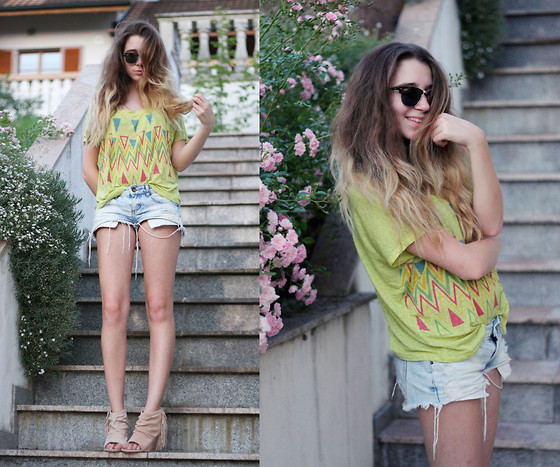 Francesca S - Ray Ban Clubmaster, Forever 21 Top, Bershka Shorts, Mango Wedges - Feel so close