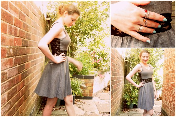 Lucy Amelia - H&M Lace Back Dress, Rimmel Peppermint Nail Varnish - Daytime Lace