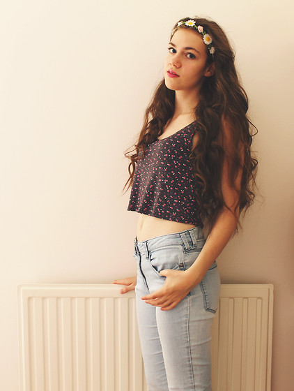 Lois H - New Look Crop Top, Next Jeans, Claires Flower Headband - Summer lovin' ♡