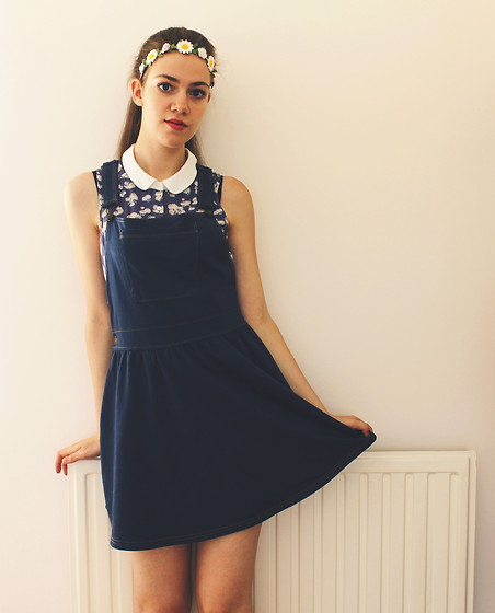 Lois H - New Look Daisy Top, Matalan Pinafore Dress, Claires Flower Headband - When the sun goes down ✿